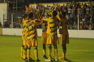 Defensa recupera la punta
