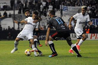 Quilmes se hunde solo