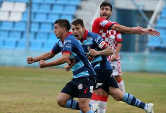 Arsenal sigue en Carrera